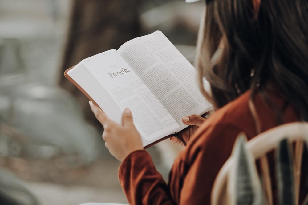 Đọc sách gì mùa dịch